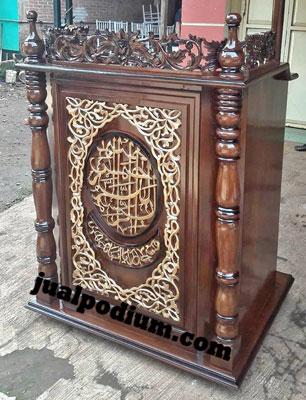 Mimbar Masjid Ukiran Kaligrafi